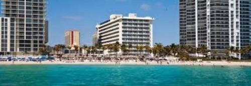 Hotel & Resort Newport Beachside Resort